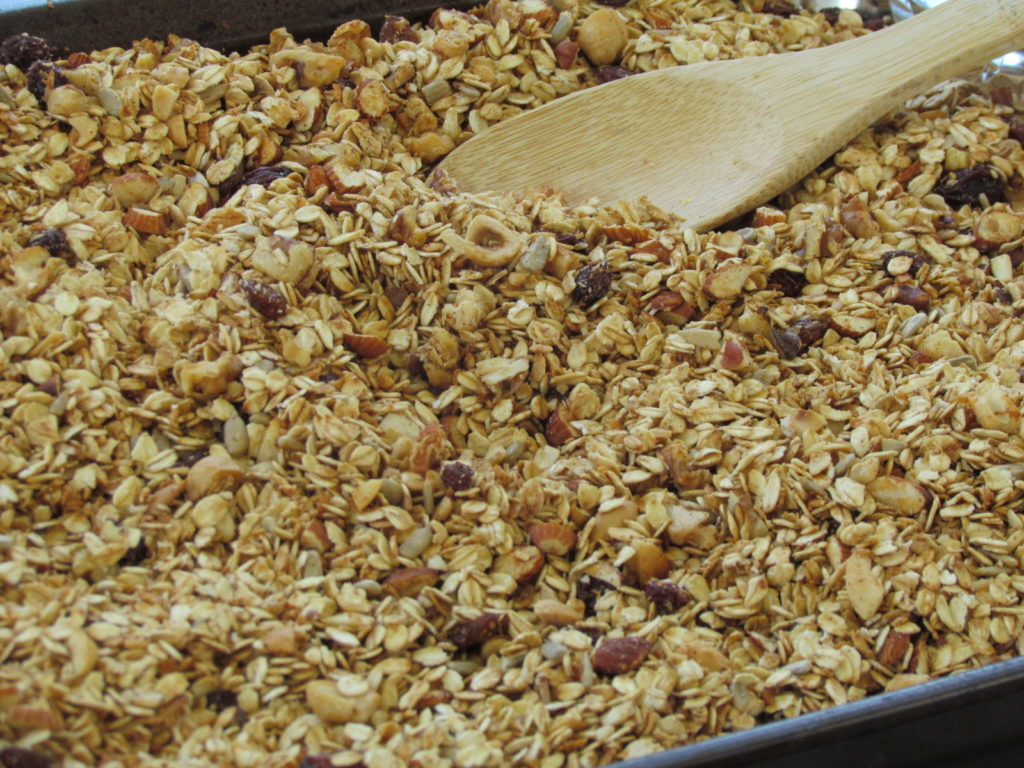 This granola recipe is packed full of oats, unsweetened coconut, nuts, dried fruit, honey or maple syrup, with a hint of cinnamon. It is also free of any oil!
