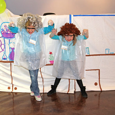 Easy Cheap Science Birthday Party: How to make a science lab photo booth.