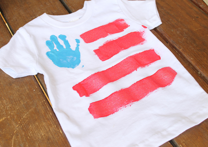 kids making 4th of july shirts