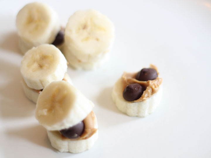 Are you craving something sweet? Try this healthy alternative to your afternoon sweet snack. The combination of bananas, peanut butter, and dark chocolate chips will hit the spot!