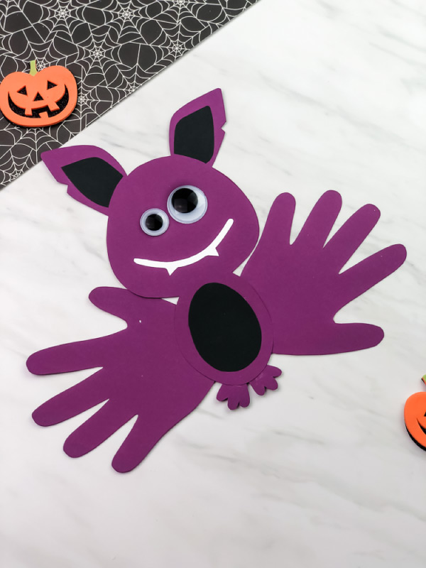 handprint bat craft for Halloween