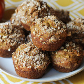 Healthy and Delicious Pumpkin Muffins (With a Crumble Topping!)