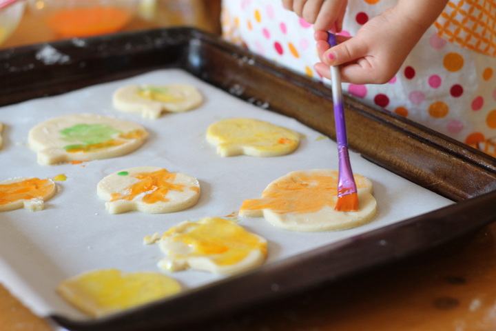 decorating fall cookies with icing