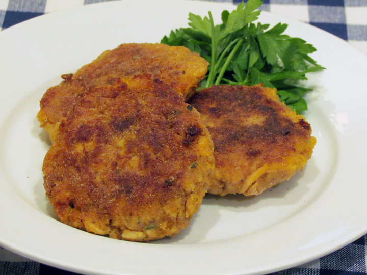 These salmon and sweet potato cakes are packed with nutrition and flavor! Enjoy them as a sandwich or ala carte.