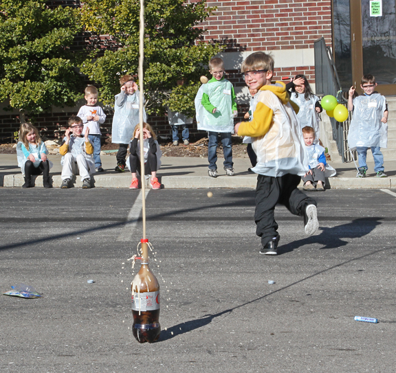 Easy Cheap Science Birthday Party: Mentos and Diet Coke Experiment.