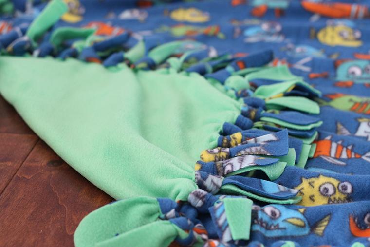 tie-knot blanket tutorial