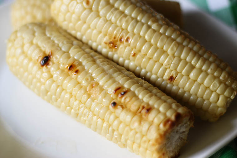 A simple tip to grilling corn on the cob._-4