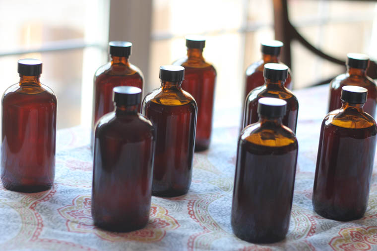 How to make vanilla extract at home. This homemade vanilla recipe is great not only for cooking with but also a great gift idea!   Thriving Home