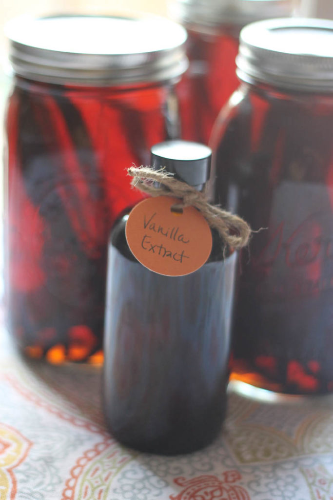 How to make vanilla extract at home. This homemade vanilla recipe is great not only for cooking with but also a great gift idea! | Thriving Home