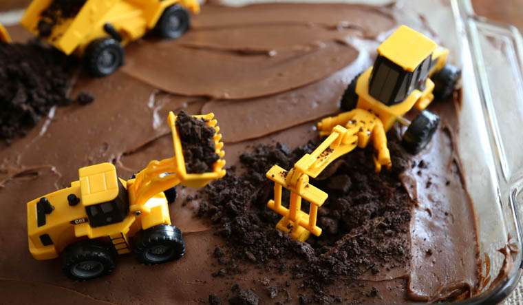 Diy Boy S Birthday Cake Construction Party Thriving Home
