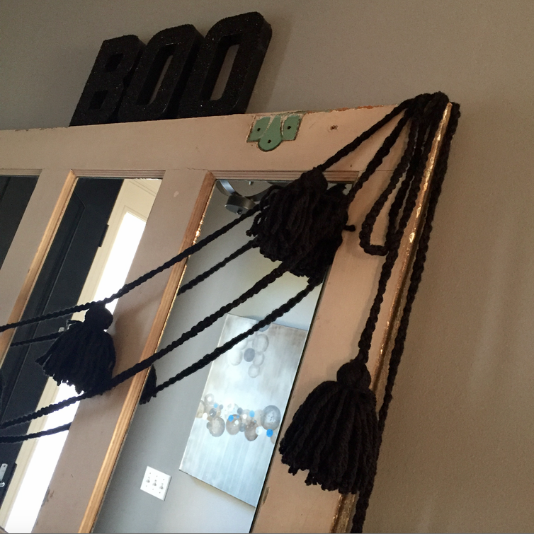 DIY Yarn Spider Garland