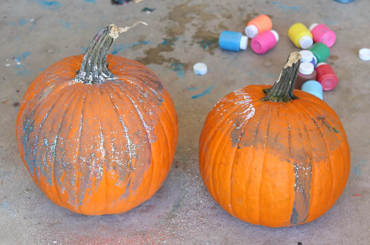 Pumpkin painting: a great alternative to carving pumpkins. A fun, fall activity to do with any age!