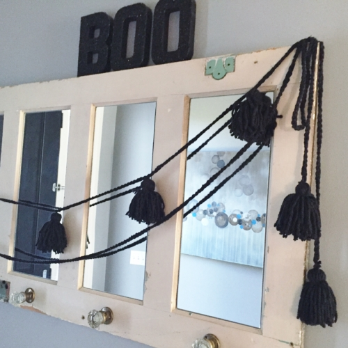 DIY Yarn Spider Garland