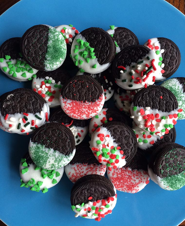 Easy holiday cookie idea: Just dip Oreos into melted almond bark and add sprinkles! A great idea for Christmas parties, birthdays, Valentine's Day, baby showers, etc.