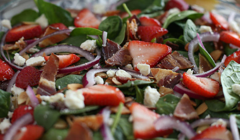 spinach salad with strawberries and bacon
